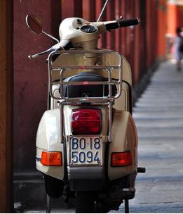 Vespa Tour - The Market San Marino Outlet Experience